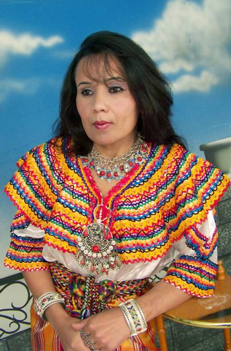 http://www.kabyle.com/sites/default/files/ferroudja_tenue_kabyle.jpg